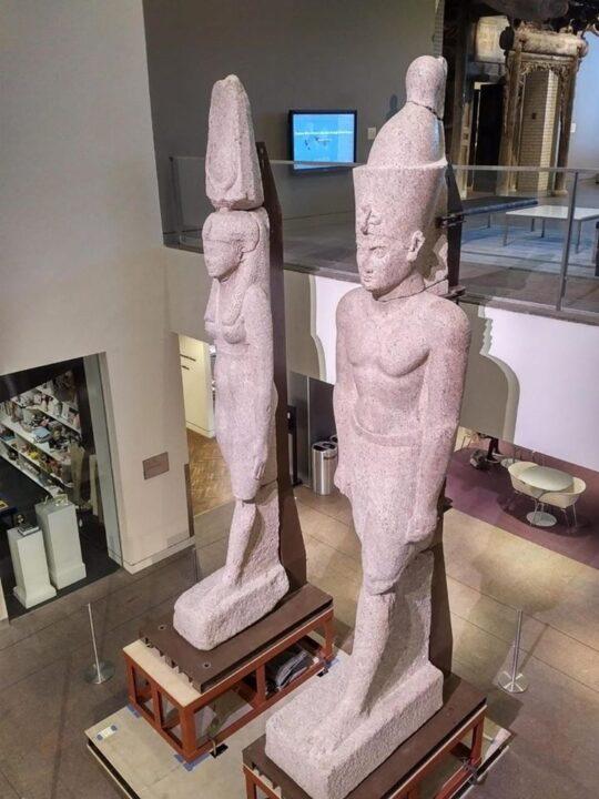 عودة تمثالين ملكيين إلى مصر لعرضهما بالمتحف المصري الكبير.