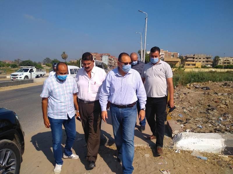 محافظ الشرقية يقود حملة مكبرة لإزالة الإشغالات ورفع القمامة بشوارع مدينة بلبيس