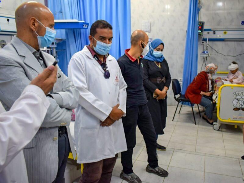 الدكتور هشام مسعود يطمئن على الطفلة المغتصبة بالزقازيق شرقية