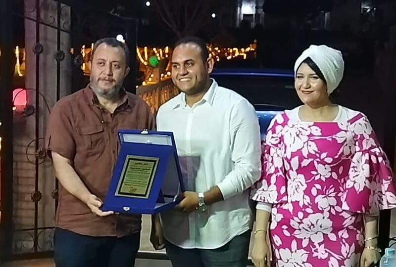 بالصور.. تكريم أسرة مسرحية «انا العريس» بعد النجاح المبهر لعرضها في مدينة جمصة