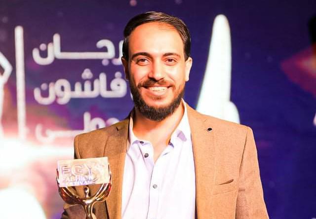 حصول«محمود شبيب» علي أفضل مصمم جرافيك لعام 2021